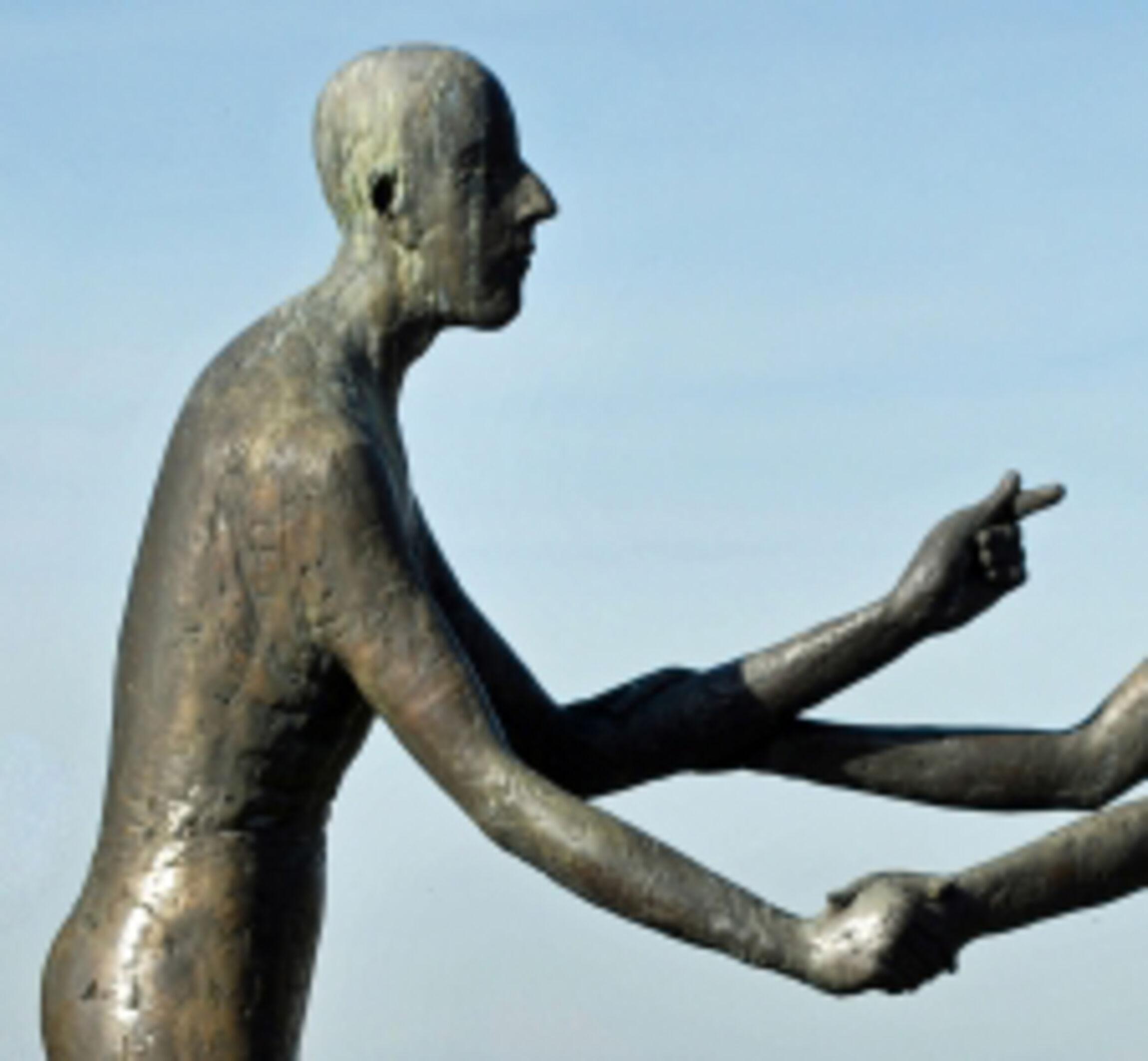 Höchste Gebot Statuen aus Stein_kopf_links