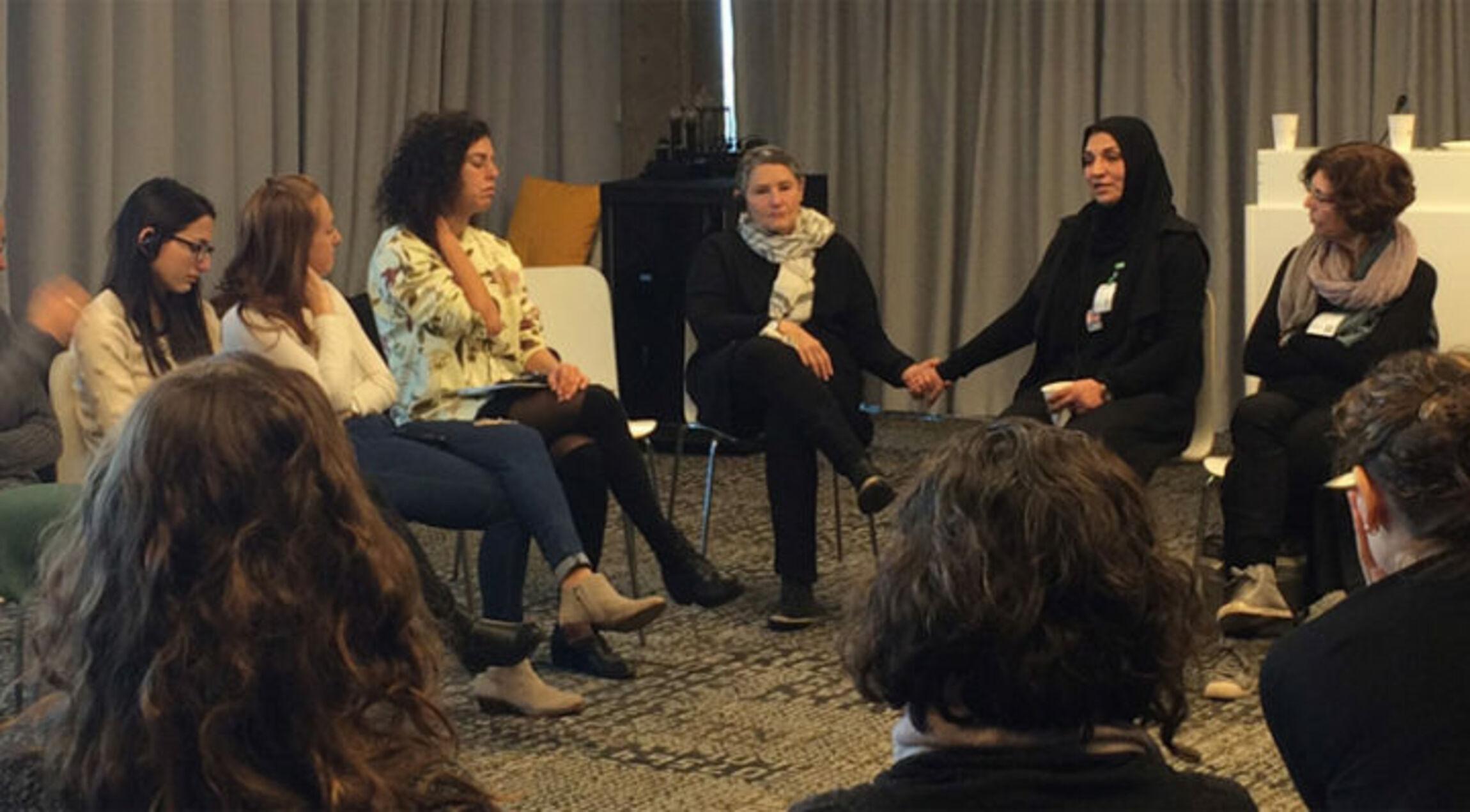 https://www.pressenza.com/de/2021/05/waehrend-die-gewalt-in-israel-eskaliert-wird-parents-circle-zu-einem-katalysator-fuer-veraenderung/