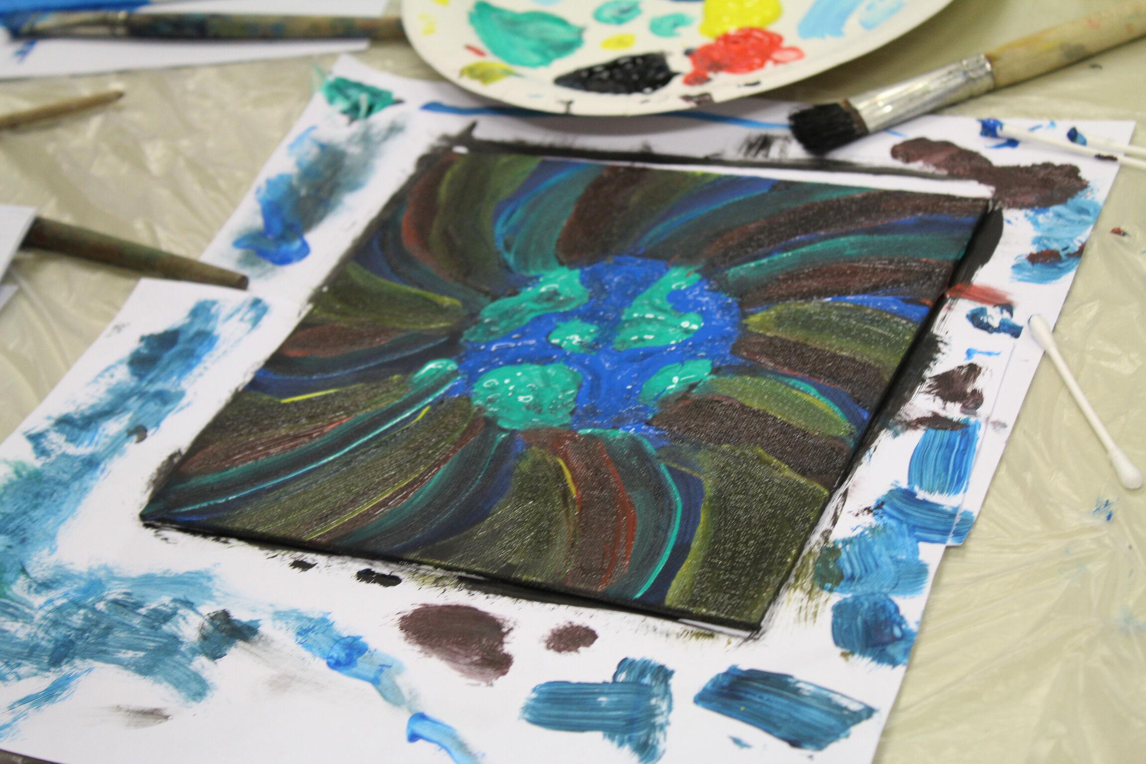Mit Fingerfarben Schöpfung malen