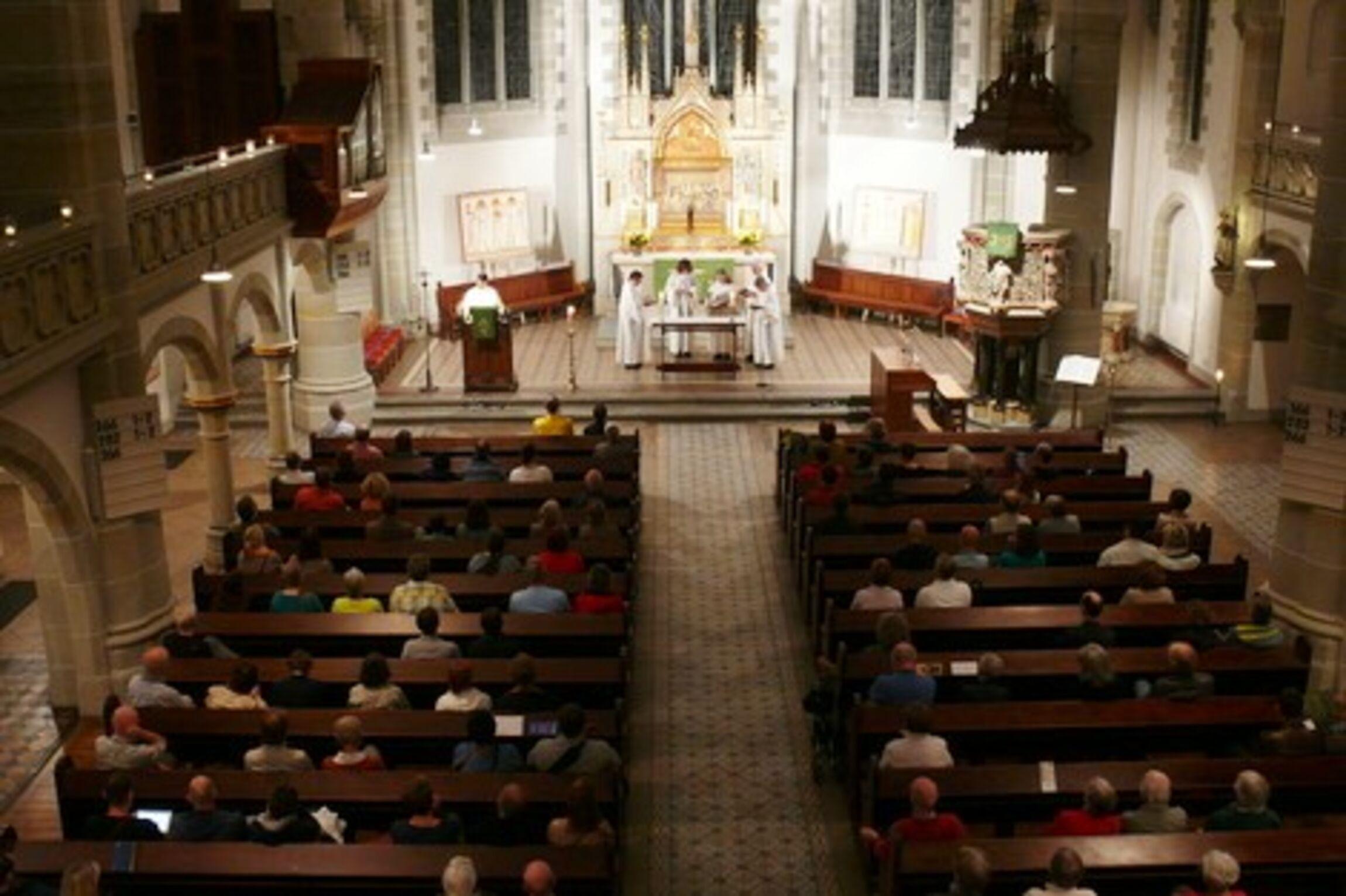 Rorate-Messe im Kerzenschein