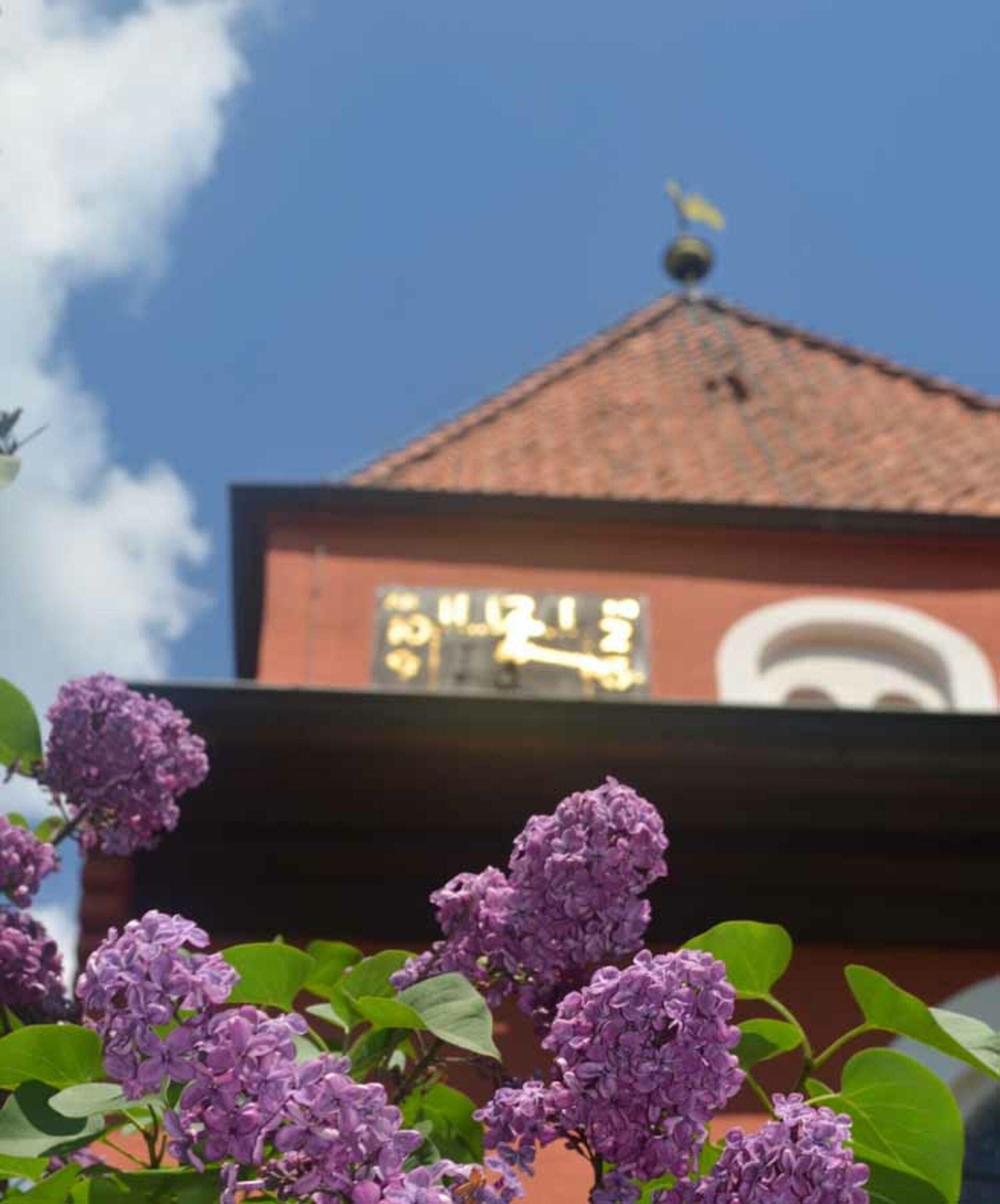 Teaser_Stiftung_Kirchturm_Blumen