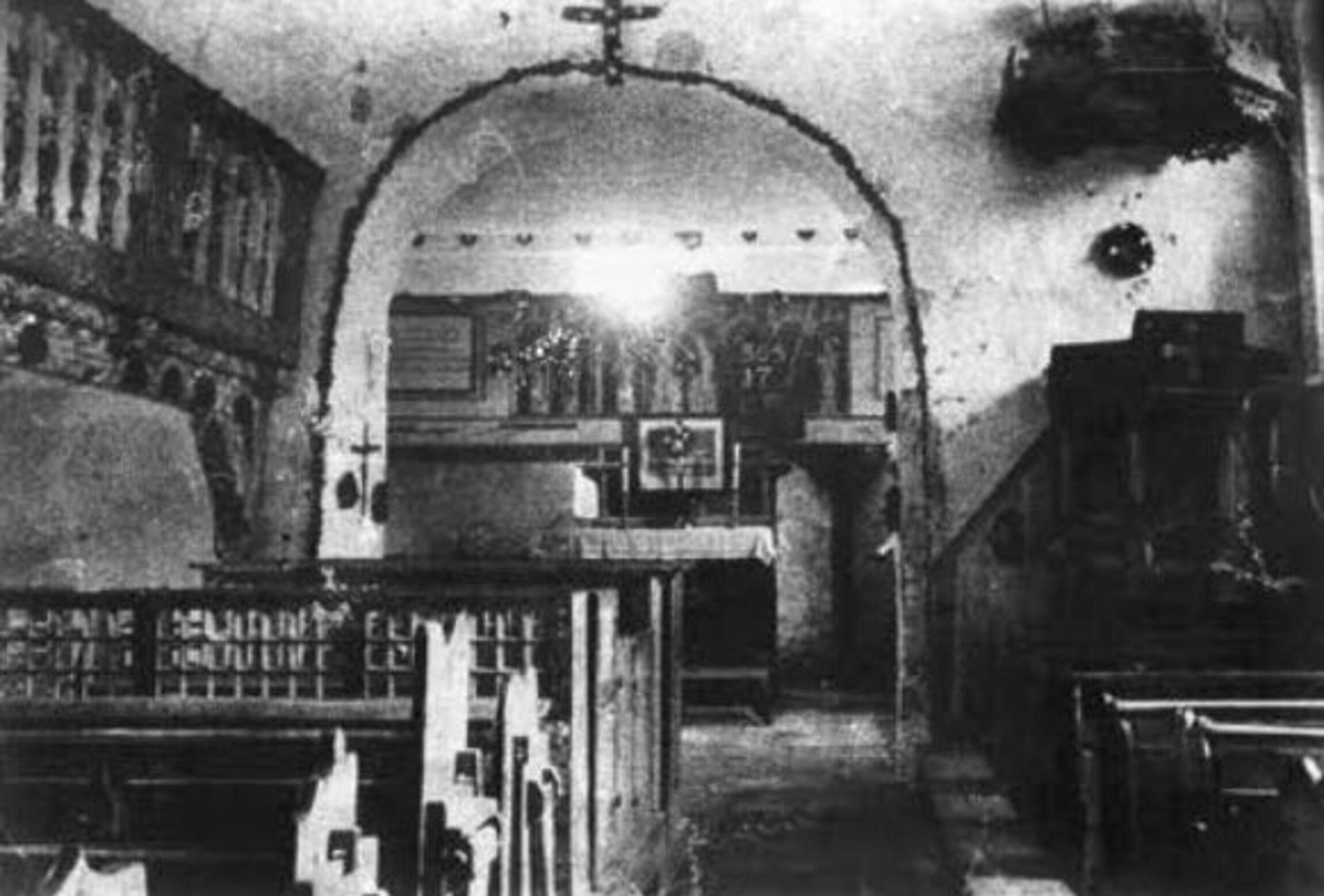 Foto von ca. 1890, Altaraufsatz eingebaut in der Emporenbrüstung des alten Altarraumes