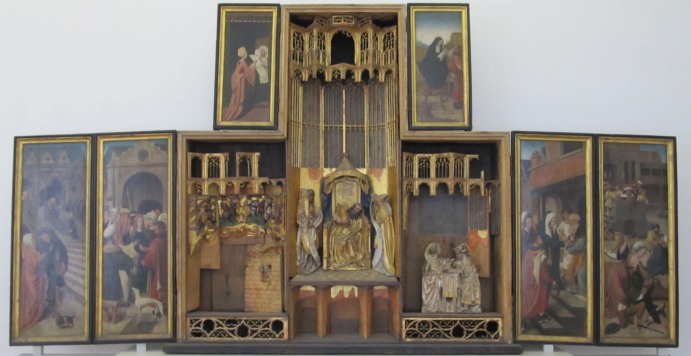 Alter Altar geoeffnet