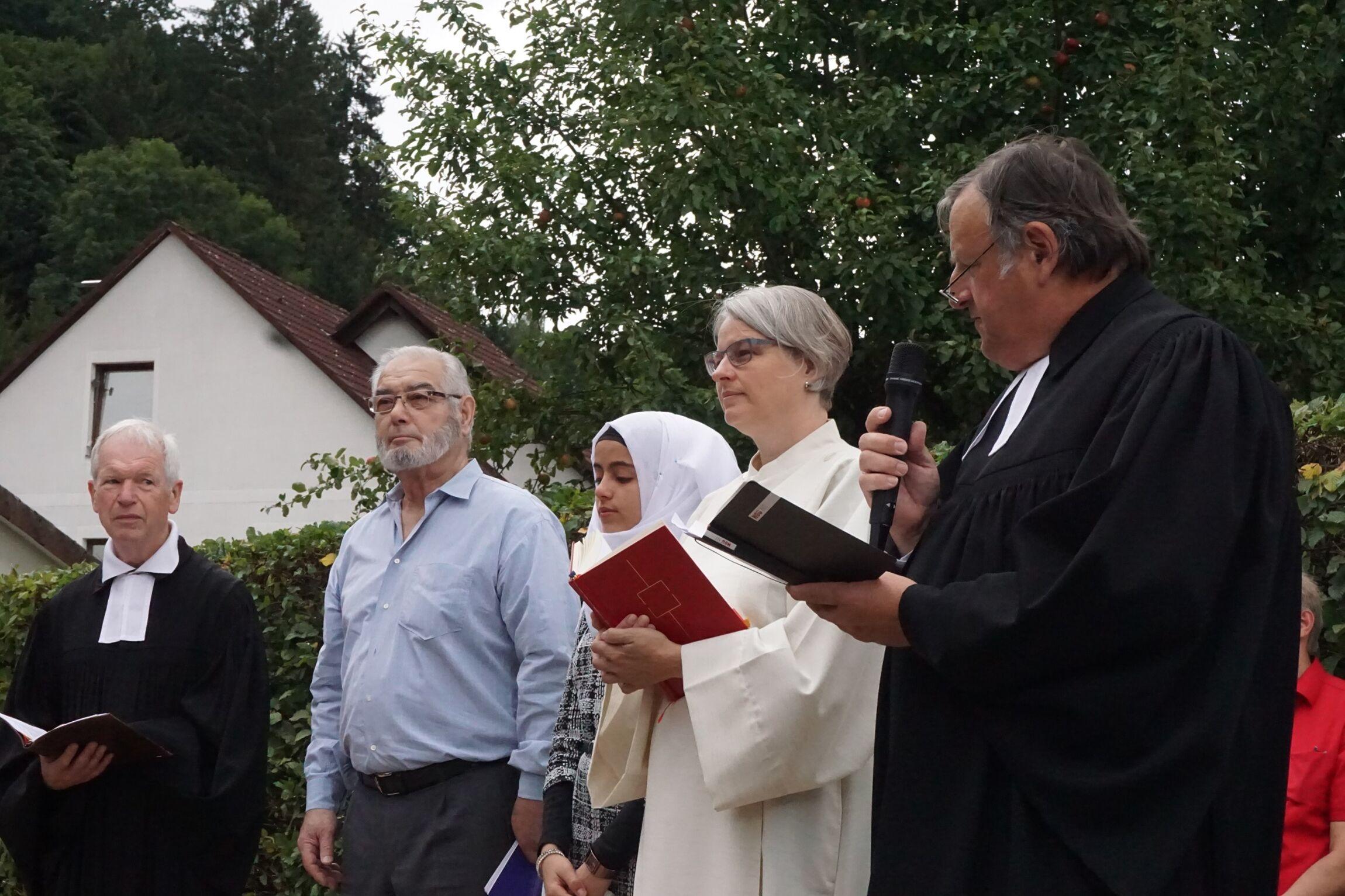 Die Vertreter der unterschiedlichen Religionen beim Friedensgebet.