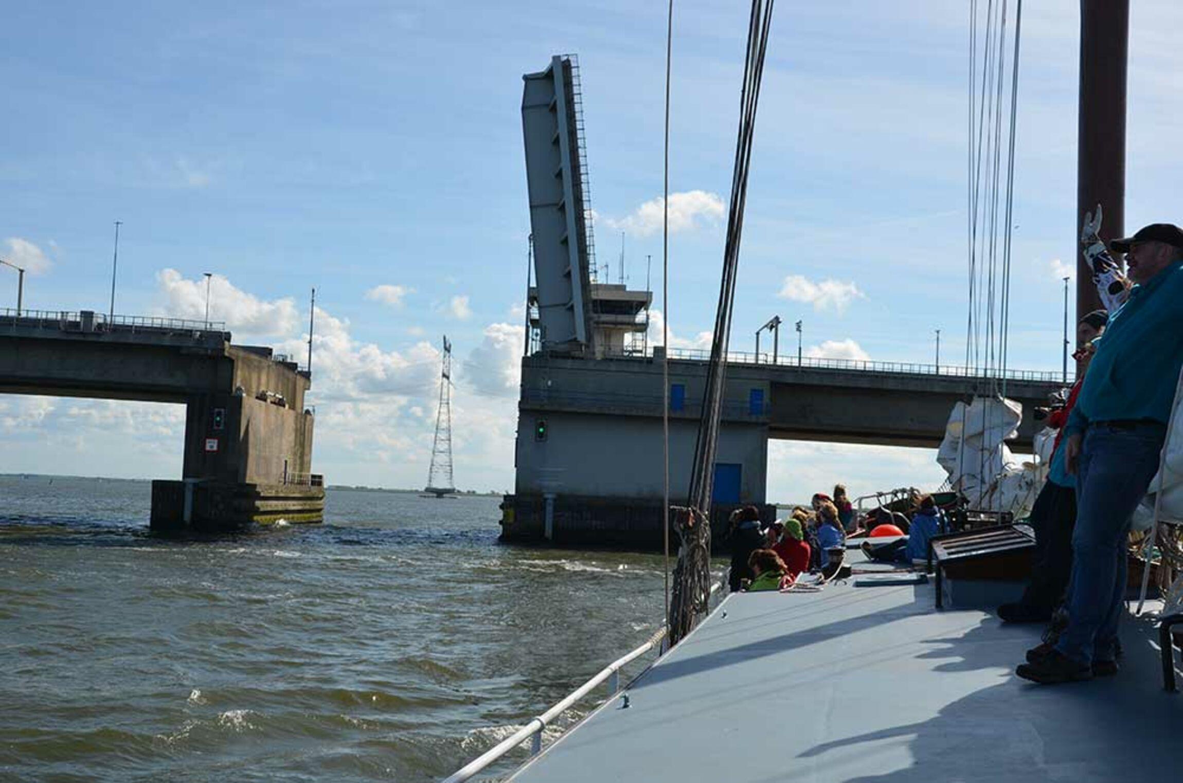 Durch die Ketelbrug ins Ketelmeer (Foto: Schwier)