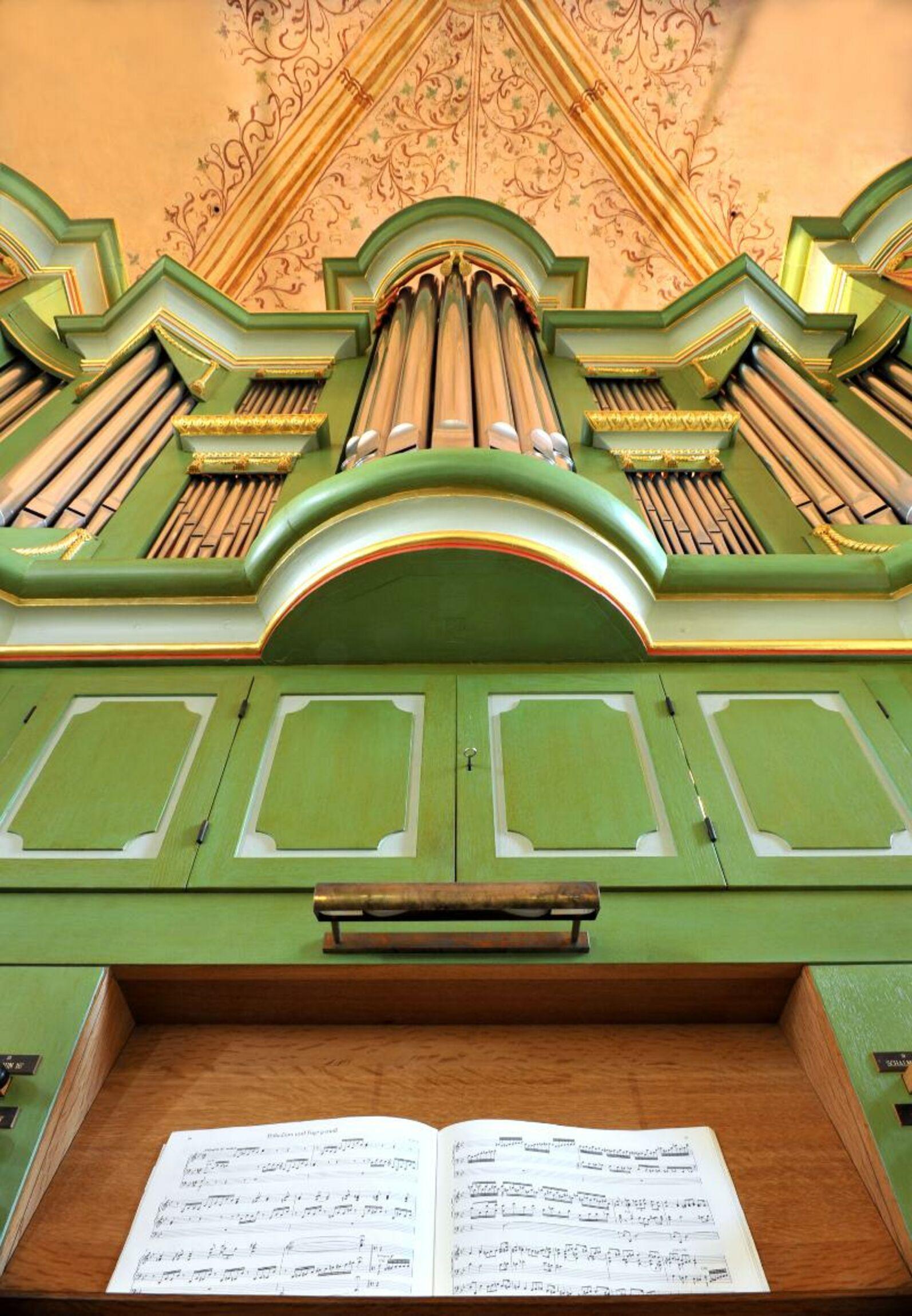 Orgel-Kroeger-Prospekt-Mitte von unten-i