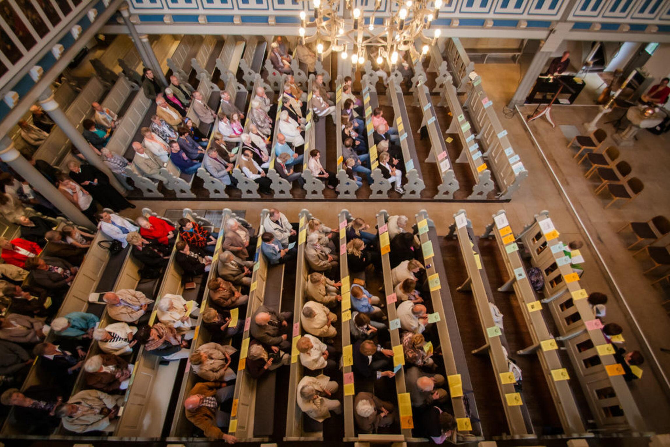 Gottesdienst Kirche Menschen