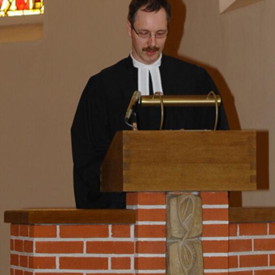 Pastor Maennl predigt