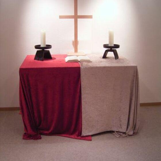 Altar_mit_Kerzen_klein