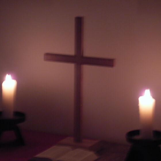 Kreuz und Kerzen