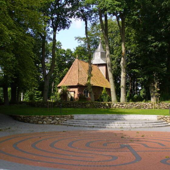 Atrium und Kirche