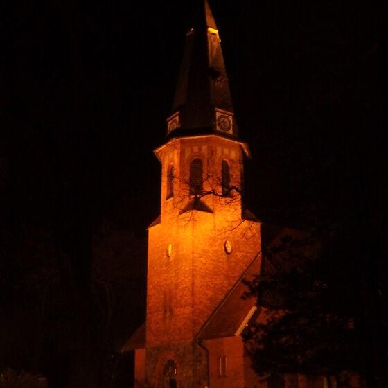 Kirche nachts Ms
