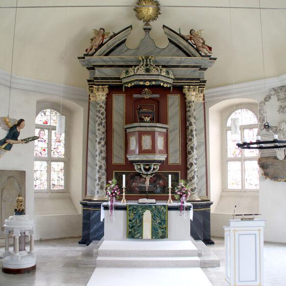 Altar im fünfseitigen Chor