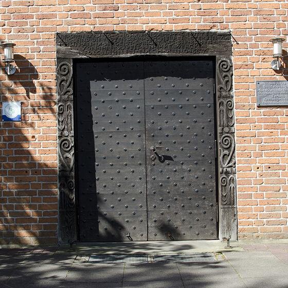 Kirchentür der Bonifatiuskirche