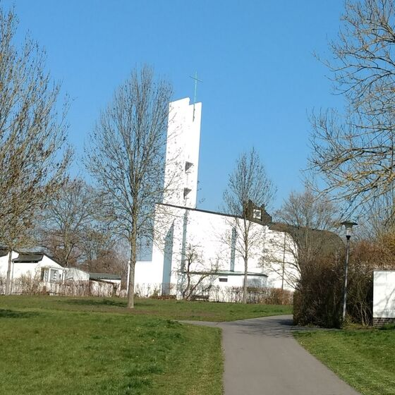 Heilig-Geist-Kirche_hinten