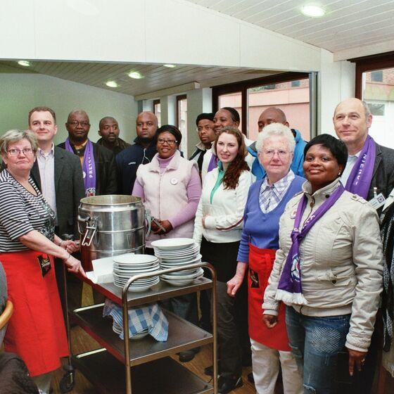 Besuch aus Pretoria in der Suppenküche