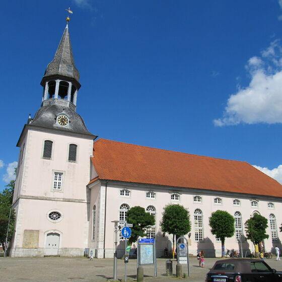 Kirche von Westen