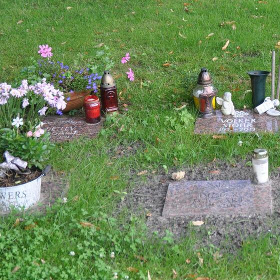 Vier Urneneinzelgräber