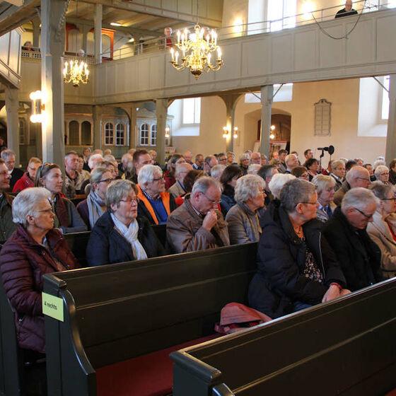 Das Konzert in der Willehadi-Kirche ist gut besucht.