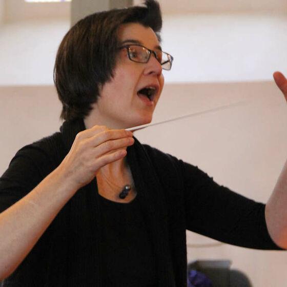 Caroline Schneider-Kuhn in voller Aktion