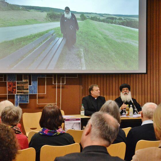 Besonders freute derr Bischof sich über den Besuch von Pastor Michael Henheik, der die Nachbarschaft in Bad Grund ermöglichte