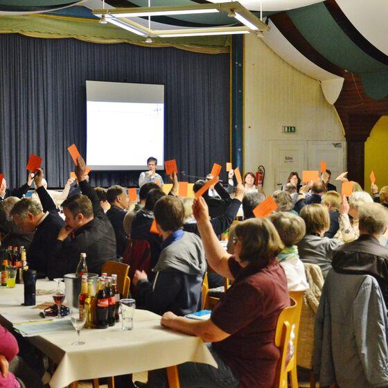 Kirchenkreistagssitzung in der Festhalle Dorste