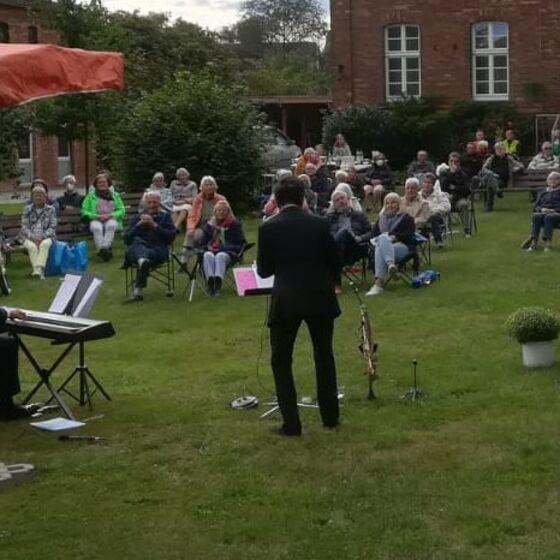 Konzert im Kirchgarten; Foto: P.Widmer
