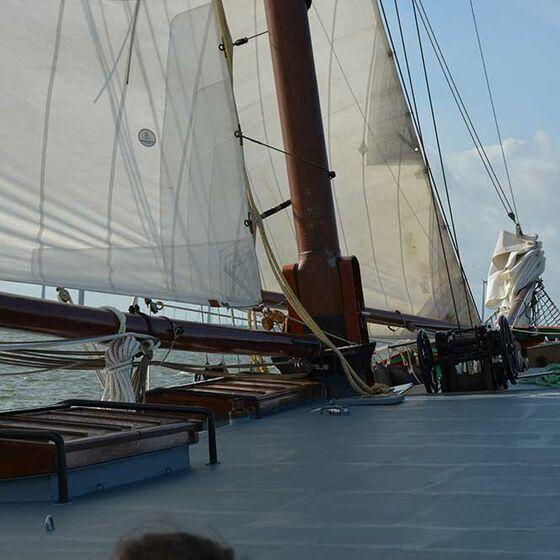 Das Deck bei Windstärke 5 (Foto: Schwier)