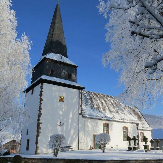 Kirche Mackensen Winter