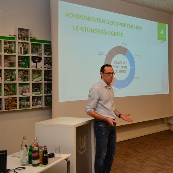 Vortrag Oliver Mutschler, Foto Hans-Jürgen Thoms