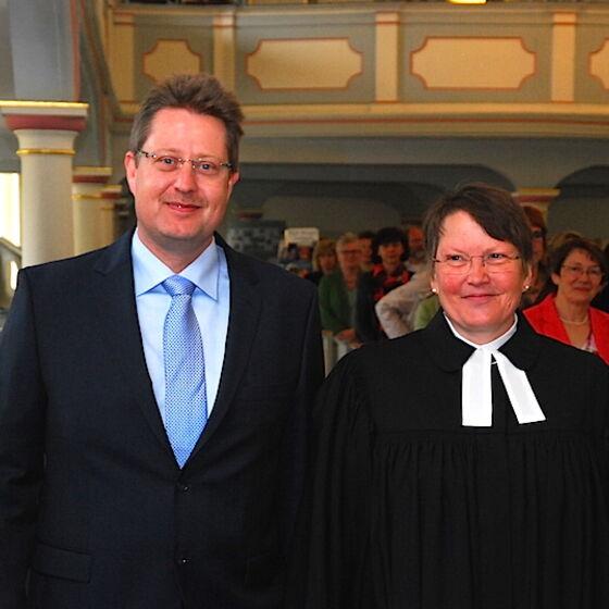 Andreas Unrau und Superintendentin Prof. Dr. Löhmannsröben. Foto Ulla Evers