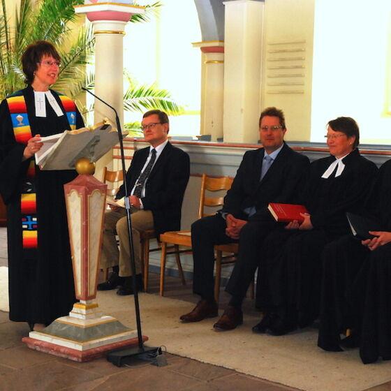 Superintendentin Pfannschmidt bei ihrer Predigt. Foto Ulla Evers