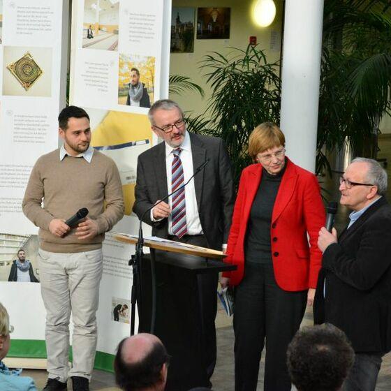 links: Mohamad Nehman, 'Schiitisch, rechts: Dimitri Tukuser, Liberale jüd. Gemeinde Wolfsburg. Foto H.-J. Thoms