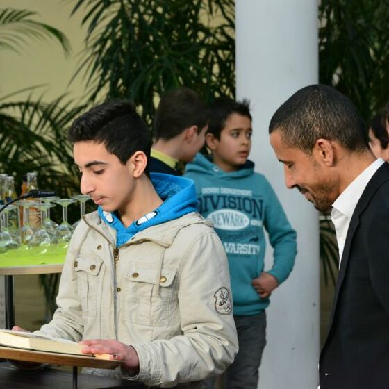 Muslimischer Jugendlicher, Imam Mohamed Ibrahim. Foto H.-J. Thoms