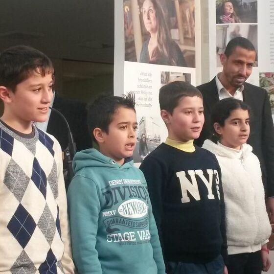Die Rezitation einer Sure durch syrische Flüchtlingskinder war für viele ein bewegender Moment. Foto Beushausen