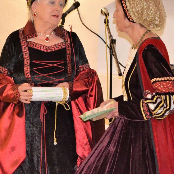 Herzogin Clara (rechts)