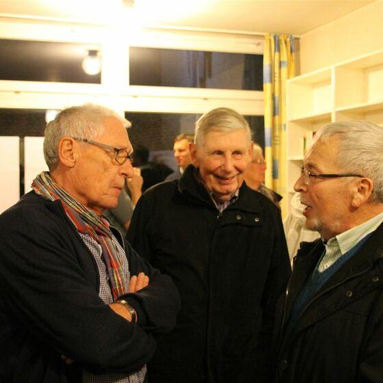 1. Kirchenvorsteher Joachim Rinker (links) im Gespräch