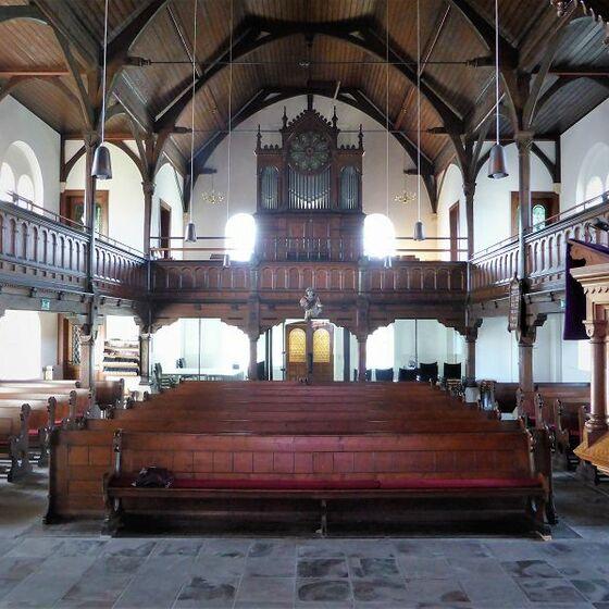 Kirchenschiff Richtung Orgel
