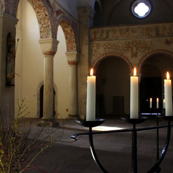 09_westkirche_kerzen_mit_osterstrauch_web