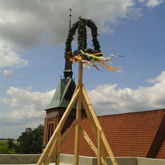 Zwischen den Bauaktivitäten wurde am 07.07. Richtfest gefeiert.