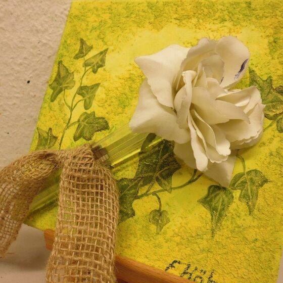 rose auf gelb