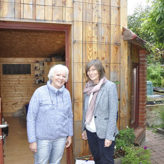 Künstlerin Karin Rosenbaum und Landessuperintendentin Birgit Klostermeier