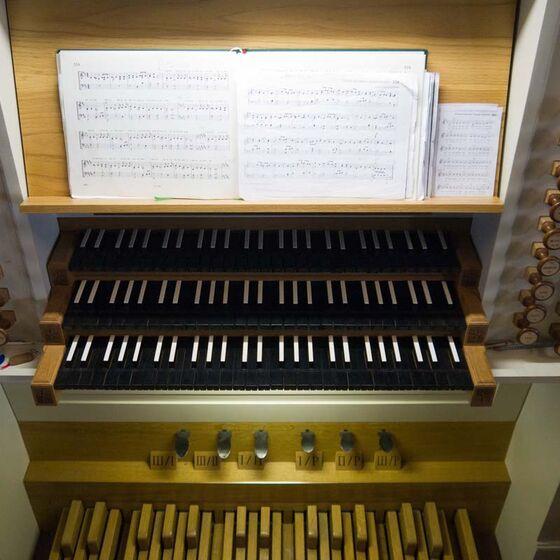 Orgeltisch_bearbeitet-1