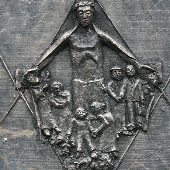 Friedensglocke Glockenzier-Schutzmantel-Christus