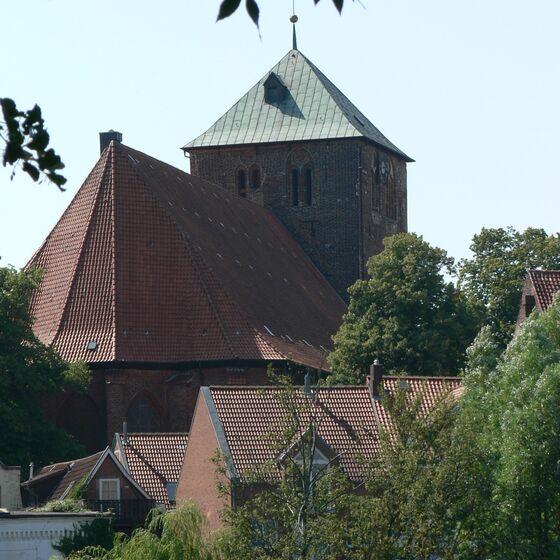 Wilhadi-Kirche mit Turm