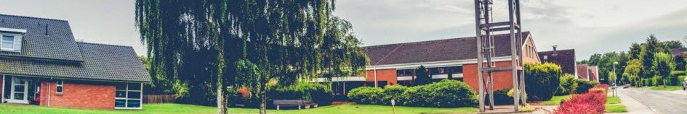Pfarrhaus, Kirche und Gemeindehaus