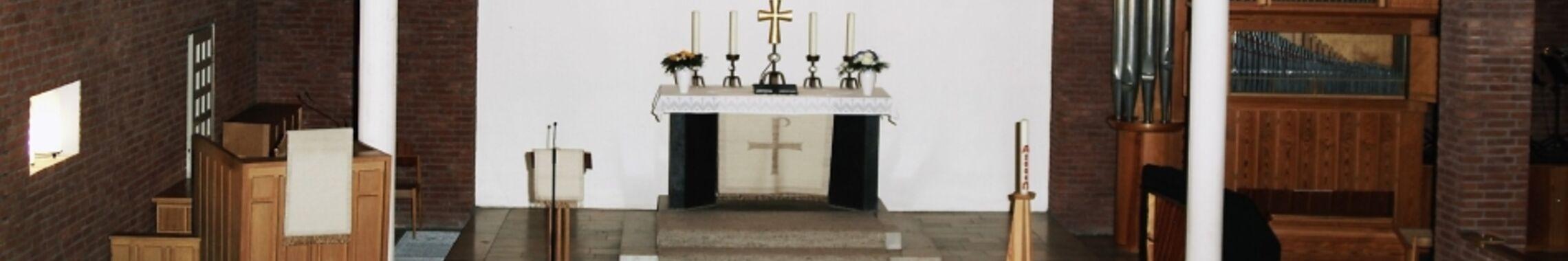 Altar in der Auferstehungskirche Weyhausen