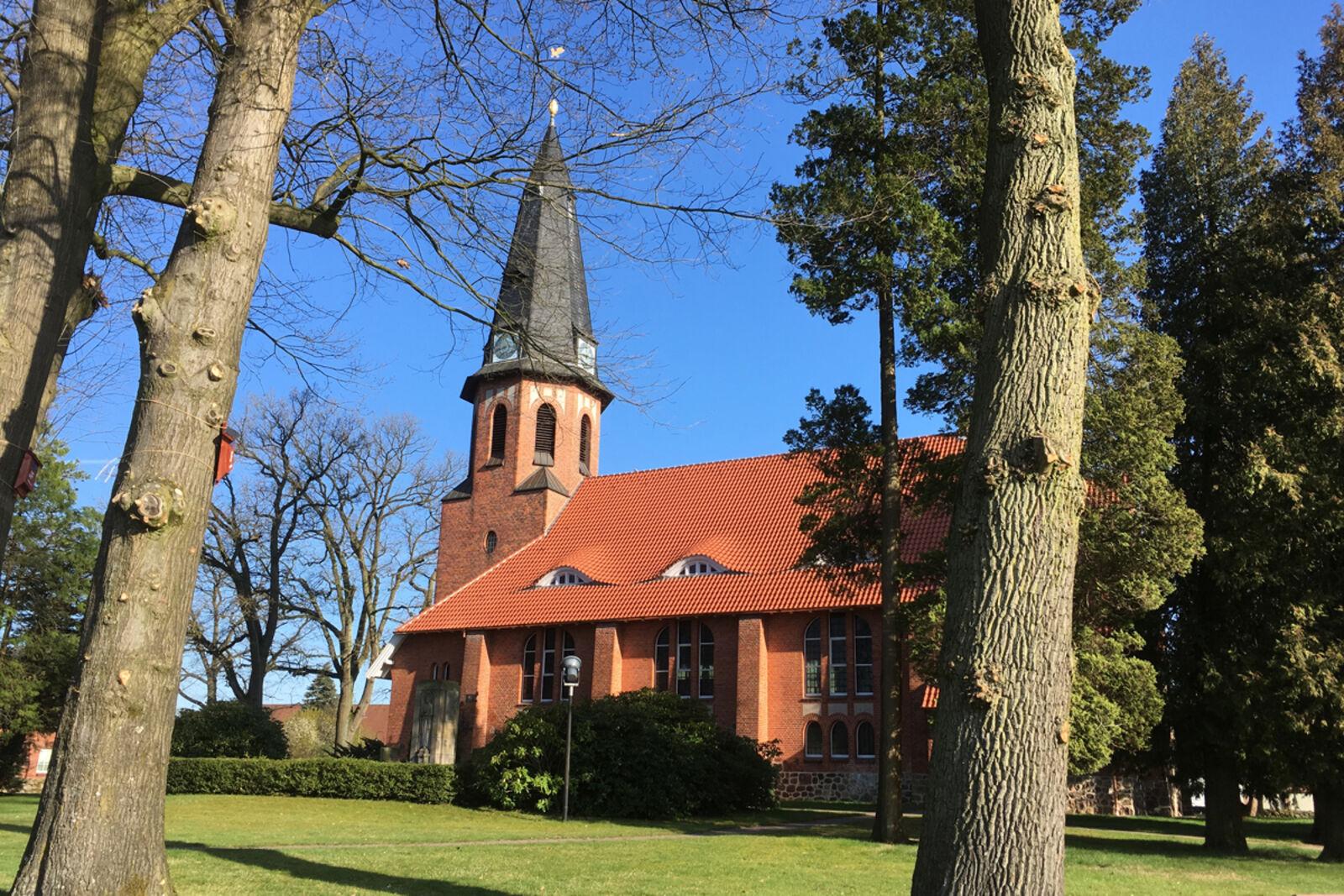 Kirche im Sonnenlicht