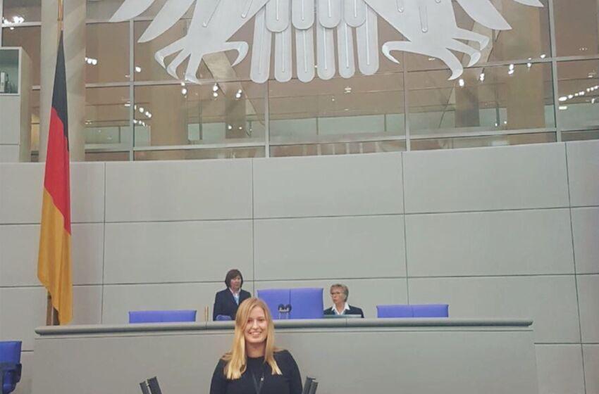 Foto_Rahel_Landtag_Jugend_debattiert_2017[1]