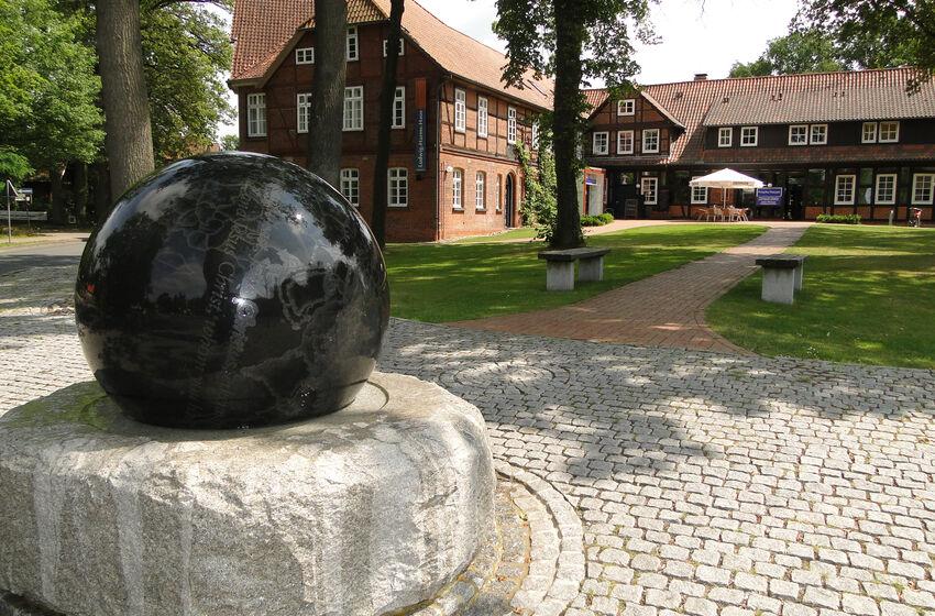 21-06-17-F2go Weltkugelbrunnen